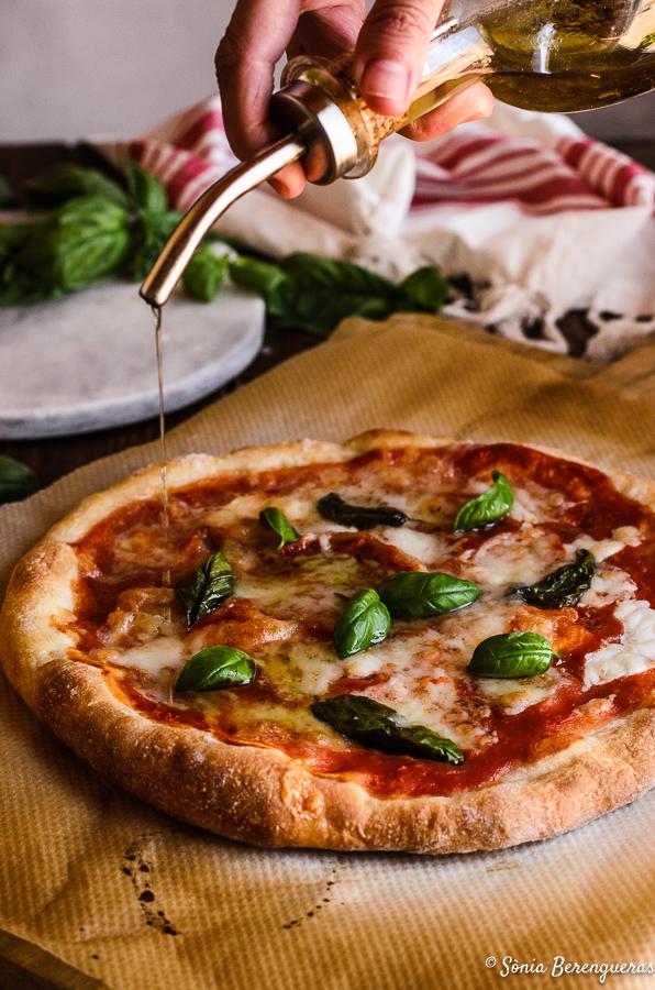 Pizza mozzarella i tomaquet-4