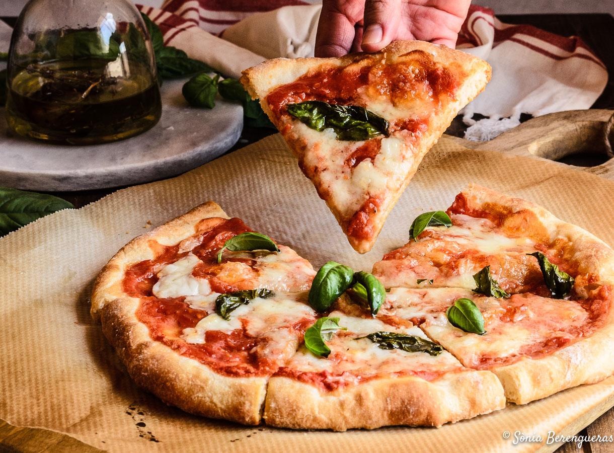 Pizza mozzarella i tomaquet