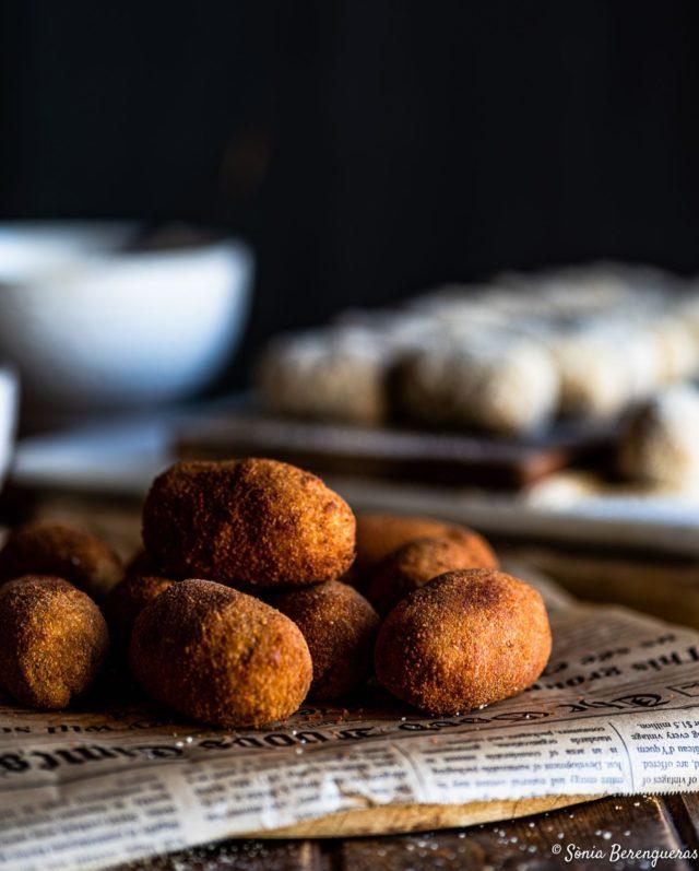 Hi ha gana? Qui vol una croqueta? Vaaaa, que són de galtes de porc rostides...😋 Bon cap de sermana! ▪️▪️▪️  #pavisucre #food #foodie #foodphotography #foodstagram #foodstyling #foodstylist #foodfluffer #f52grams #croquetas #igers #igerscatalunya #instagram #instafood #onmytable #lunch