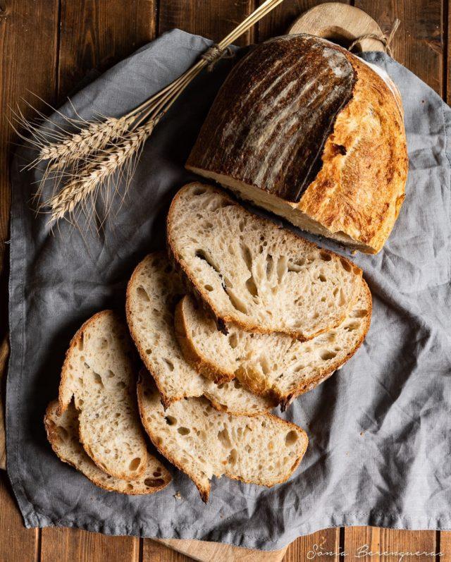Bon dia! Pa de massa mare a punt de ser devorat 😉 ▪️▪️▪️  #pavisucre #food #foodie #foodphotography #foodstagram #foodstyling #foodstylist #foodfeed #foodfluffer #bread #sordough #sordouhbread #masamadre #massamare #breadlover #pandemasamadre #igers #igerscatalunya #besutifulcuisines #hautecuisines #still_life_gallery #instafood #instabread #onmytable