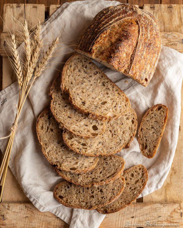 ✨Bon dia! Pa de 8 cereals amb massa mare per esmorzar. Qui s'apunta? ▪️▪️▪️  ✨Buenos días! Pan de 8 cereales con masa madre para desayunar. Quien se apunta? ▪️▪️▪️  ✨Good morning! 8-grain bread with sourdough for breakfast.  Who wants to join? ▪️▪️▪️  #pavisucre #food #foodie #foodphotography #foodstagram #foodstyling #foodfluffer #bread #sourdough #sourdoughbread #breadlover #beautifulcuisines #hautecuisines #still_life_gallery #igers #igerscatalunya #instafood #instagramers #onmytable #breakfast